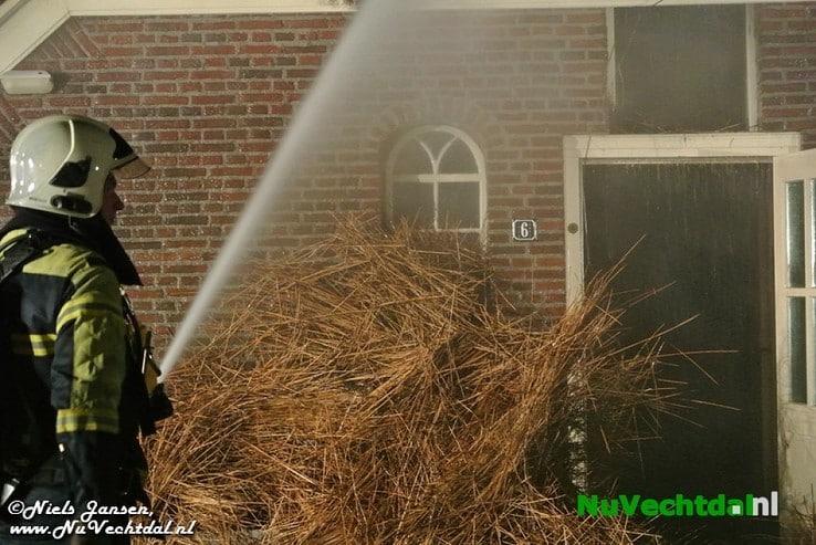 VIDEO Brand legt boerderij in as in Lemelerveld - Foto: Niels Jansen