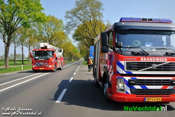 VIDEO: Vlieger in boom langs N348, inzet brandweer - Foto: Niels Jansen