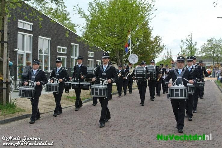 VIDEO een foto's Optocht  Koningsdag Dalfsen 2014 - Foto: Niels Jansen
