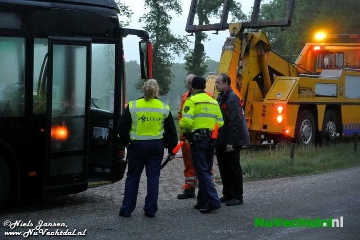 VIDEO Turbo ontploft: bus in brand Hessenweg Dalfsen - Foto: Niels Jansen