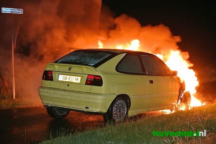 [Video] Auto in brand op de Dedemsweg bij Dalfsen - Foto: Niels Jansen