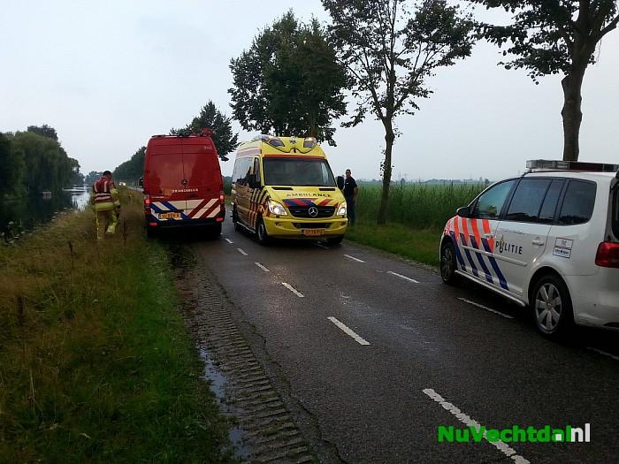 Man met scootmobiel rijdt sloot in in Zwolle - Foto: Niels Jansen