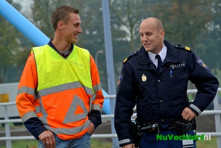 VIDEO: Trekker omgeslagen op Vechtbrug Dalfsen - Foto: Niels Jansen