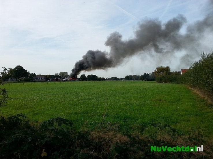Brand verwoest schuur carnavalsvereniging Lemelerveld - Foto: Niels Jansen