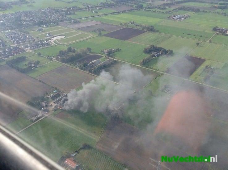 Brand verwoest schuur carnavalsvereniging Lemelerveld - Foto: Bas van Veen