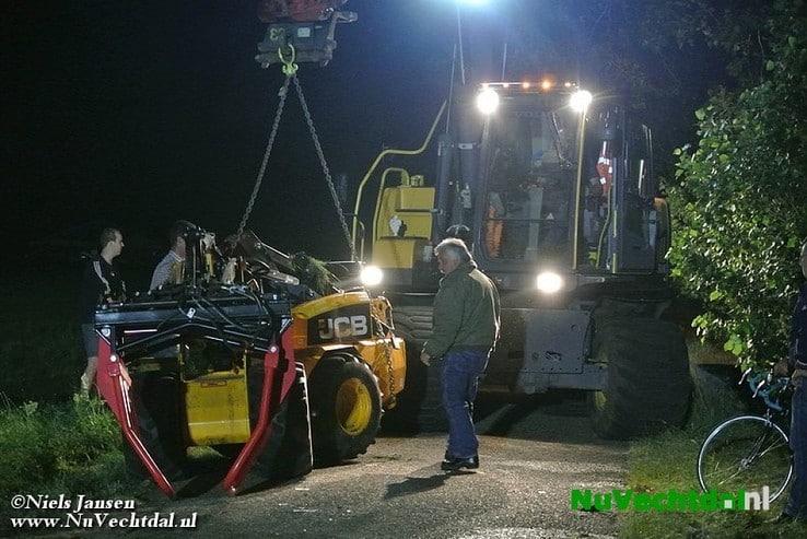 Tractor te water bij ongeval Rouveen - Foto: Niels Jansen