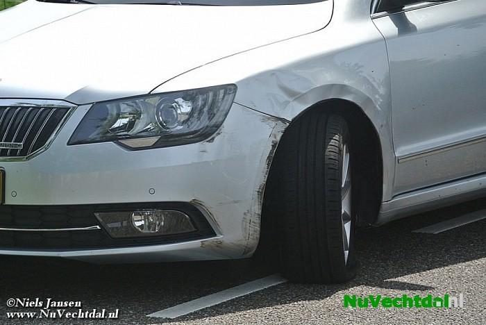 Twee auto's beschadigd bij ongeval Kluinhaarsweg Heino - Foto: Niels Jansen