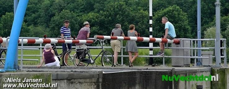 Storing brug Dalfsen, verkeer ruim een uur vast - Foto: Niels Jansen