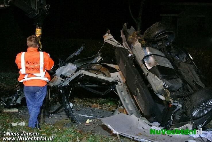 Dode bij zware crash Westeinde Nieuwleusen - Foto: Niels Jansen