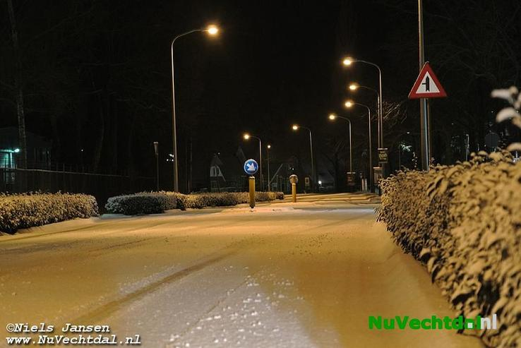 Nachtelijke sneeuwval in Dalfsen (foto's) - Foto: Niels Jansen