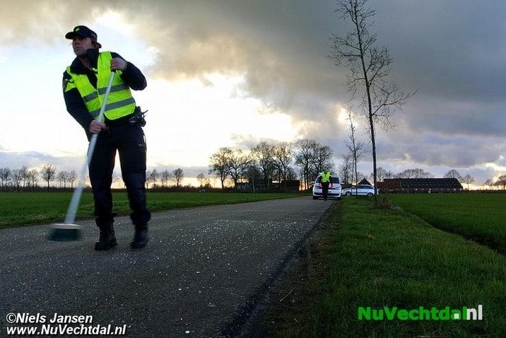 Auto's botsen bij passeren op Dalmsholterweg - Foto: Niels Jansen