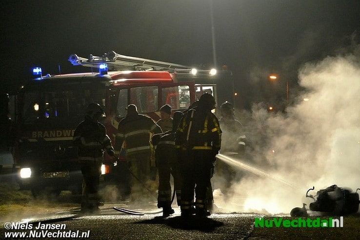 Scooter volledig afgebrand op de Hessenweg bij Dalfsen - Foto: Niels Jansen