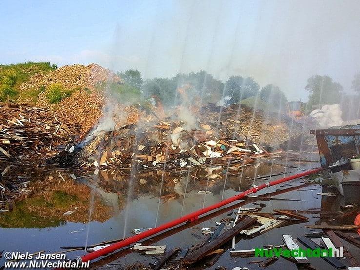 Foto's laatste fase grote brand Brinkweg Dalfsen - Foto: Niels Jansen