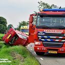 Auto op de kop na aanrijding met tractor Dalmsholte