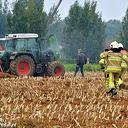 Tractor in brand op akker Zwarteweg Dalfsen